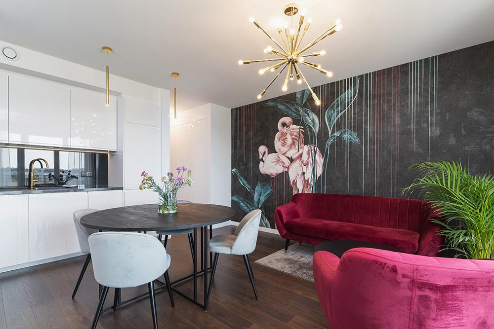 Apartment with flamingos